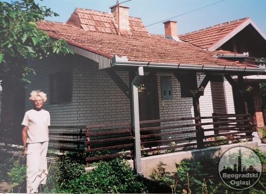 Na prodaju kuća i pomoćni objekat
