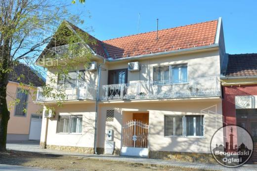 Porodicna stambena zgrada u Vrscu