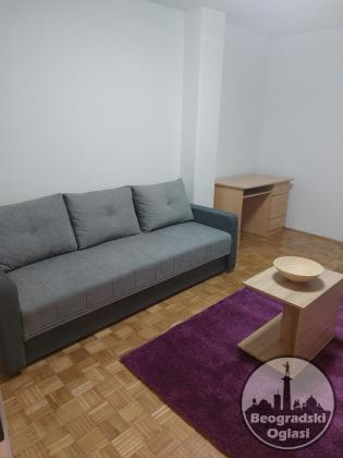 Izdaje se stan na Novom Beogradu