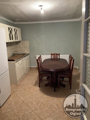 Prodajem kucu u Novim Karlovcima