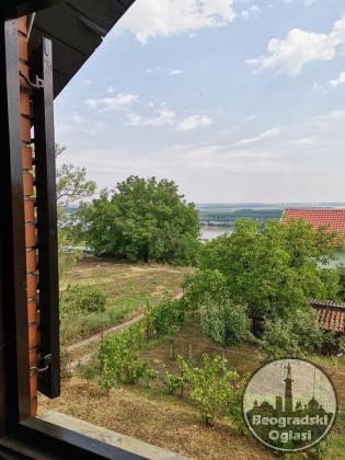 Uknjižena kuća u Slankamenu sa pogledom na Dunav